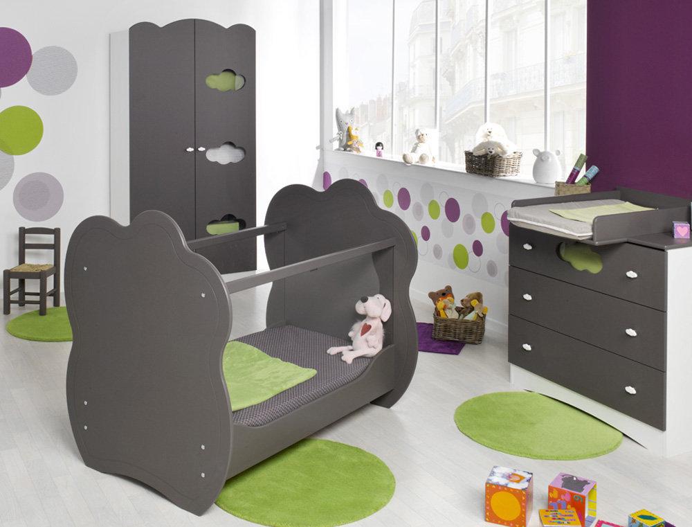 Habitaci n de beb color chocolate cuna c moda y armario for Habitacion completa bebe boy